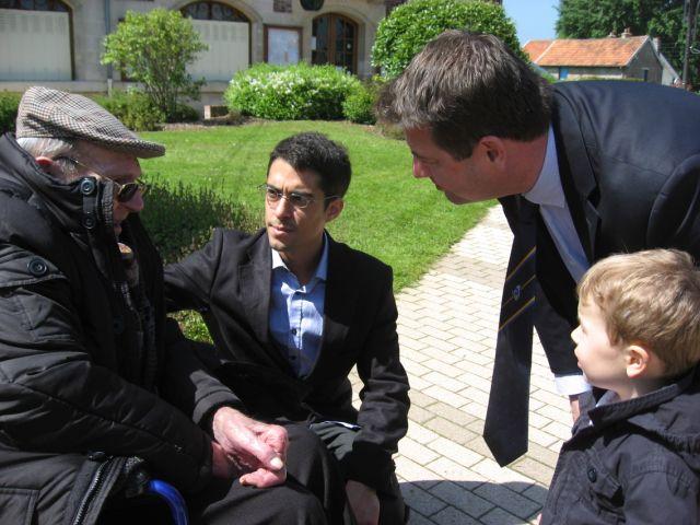 Norbert en présence du fils de sa cousine Mme Christine Le GALLEZ et  ~ Bleu T Bois Colombes